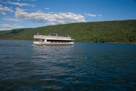 Princess Lake Cruiser on Raystown Lake by Kevin Mills, picturesbykevin.com
